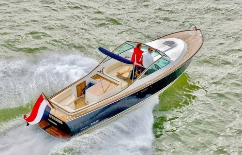 The Long Island Yachts 33 Classic: From the North Sea, to your sea!